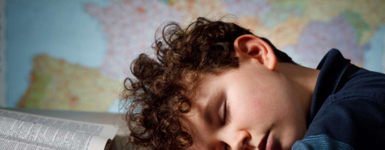 Durma bem: estudo realizado pelo Hospital Infantil da Filadélfia, nos Estados Unidos, mostrou que adolescentes obesos que desfrutavam de quantidade de sono adequada tinham menos risco de desenvolver diabetes tipo 2. O levantamento analisou 62 adolescentes obesos e descobriu que o benefício estava relacionado a descansar de sete horas e meia a oito horas e meia por noite, o que mantém os níveis de glicose estáveis. Dormir mais ou menos que isso se mostrou prejudicial