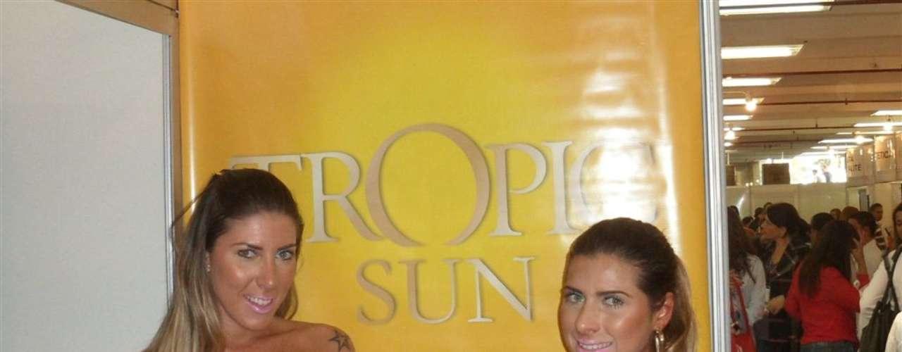 As irmãs Minerato posaram de biquíni para promover a marca