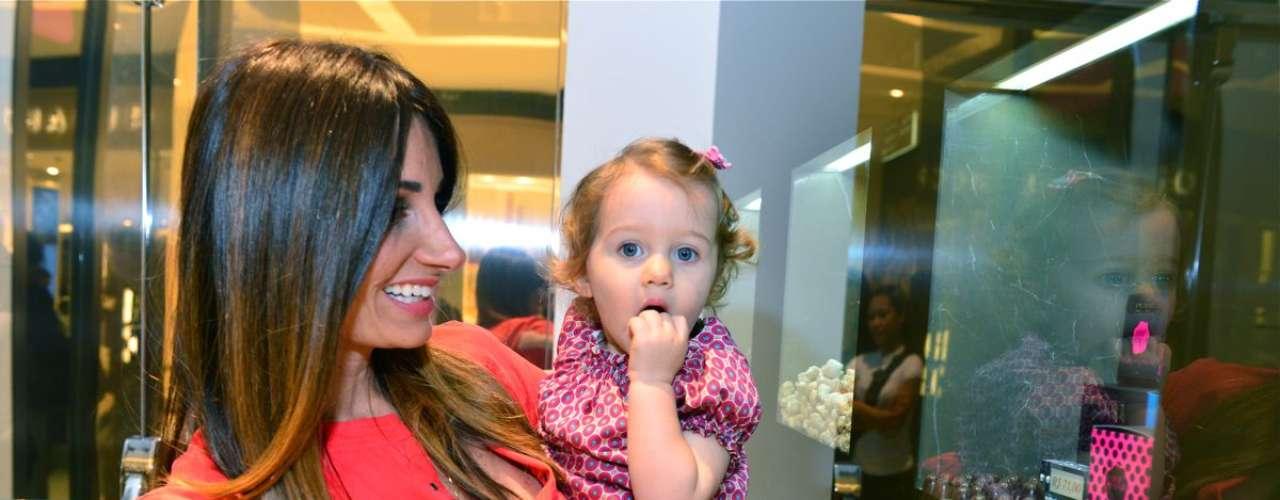 A fotógrafa e a filha Ella Felipa