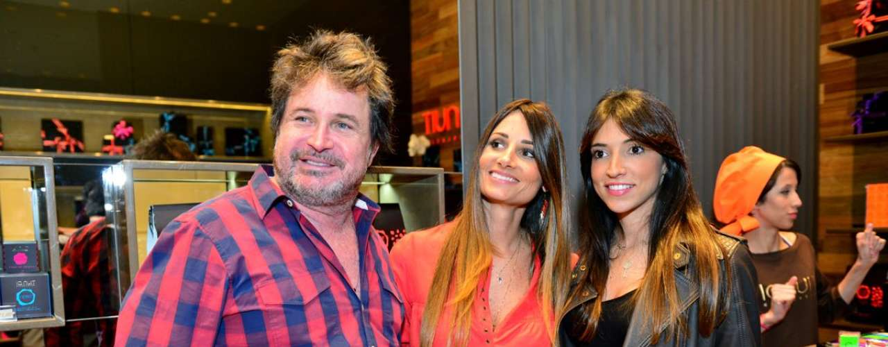 Wanderley Nunes, Karina e Juliana Dias