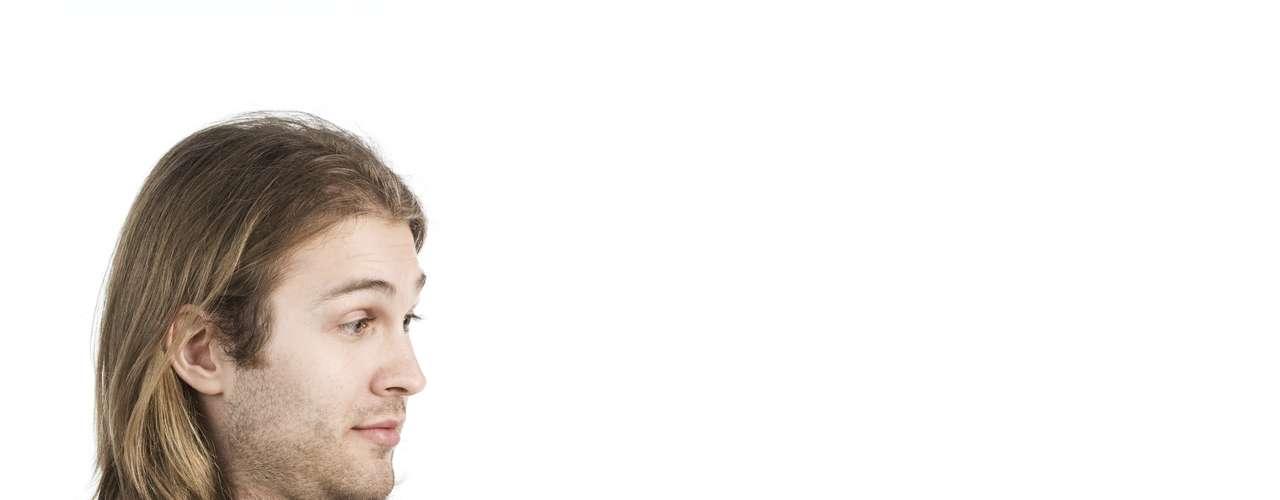 2. Não use palavras grandes  - O principal objetivo dessa troca de mensagens é seduzir o cara e tentá-lo a realizar suas fantasias. Usar palavras grandes ou insinuações muito abstratas podem cortar o clima, especialmente se ele não fizer a menor ideia do que você está falando. Na hora do sexting quanto mais clara e direta você for em relação a suas intenções melhor