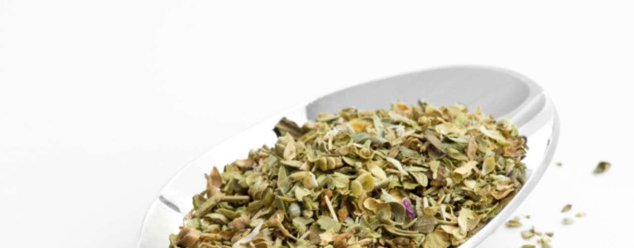 Orégano: com aroma marcante, pode ser encontrado fresco ou seco. O seco, mais usado, tem sabor mais marcante. Tem entre suas qualidades, atividades antioxidantes. É muito usado em pizzas, carne suína, batatas e em receitas com pães