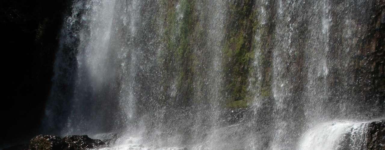 Na Cachoeira do Astor, é realizado rapel, inclusive, periodicamente para deficientes visuais
