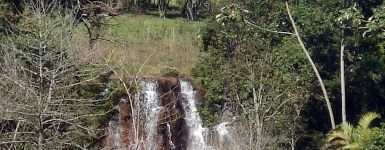 Na mesma fazenda do Saltão e da Ferradura, está a cachoeira de Monjolinho. Essa sim é muito boa para banhos - sua queda d´água é de apenas 12 m de altura, em cascatas que proporcionam um banho de ducha natural relaxante