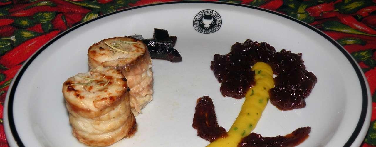 Em 2011, foi premiado em concurso gastronômico realizado pelo Makro e Nestlé com o prato Filé de tilápia com molho de jaracatiá e purê de mandioquinha. Jaracatiá é uma fruta típica brasileira, bastante comum na região de São Pedro