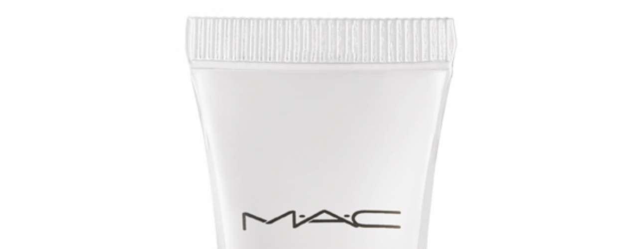 O batom rosa de Cida é uma mistura do gloss incolor da M.A.C, o Lipglass Clear, com um batom. Preço: R$ 79. Informações: 0800-8921695