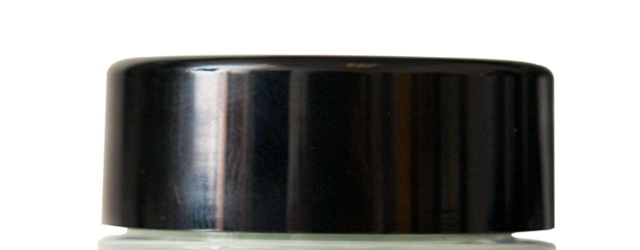 Concealer Jar, da NYX. Corretivo de textura cremasa e acabamento opaco com três opções de de tons de cor da pele, lilás e verde. Preço: R$ 67 cada