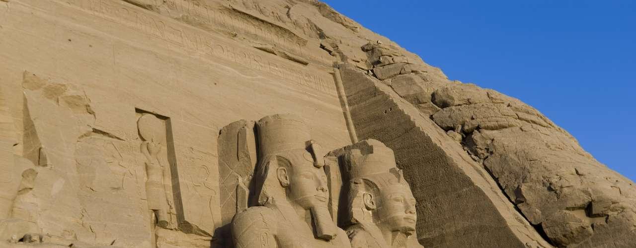 Aswan, Egito: juntamente com o deserto do Atacama, Aswan é um dos lugares mais secos do mundo. A cidade vê apenas um ou dois milímetros de chuvas em poucos anos