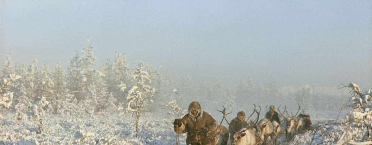 Oymyakon, Rússia: o clima aqui é subártico extremo, o que significa que o solo está permanentemente congelado. A temperatura mais baixa já registrada no lugar mais frio habitado no mundo foi de -71, 2ºC