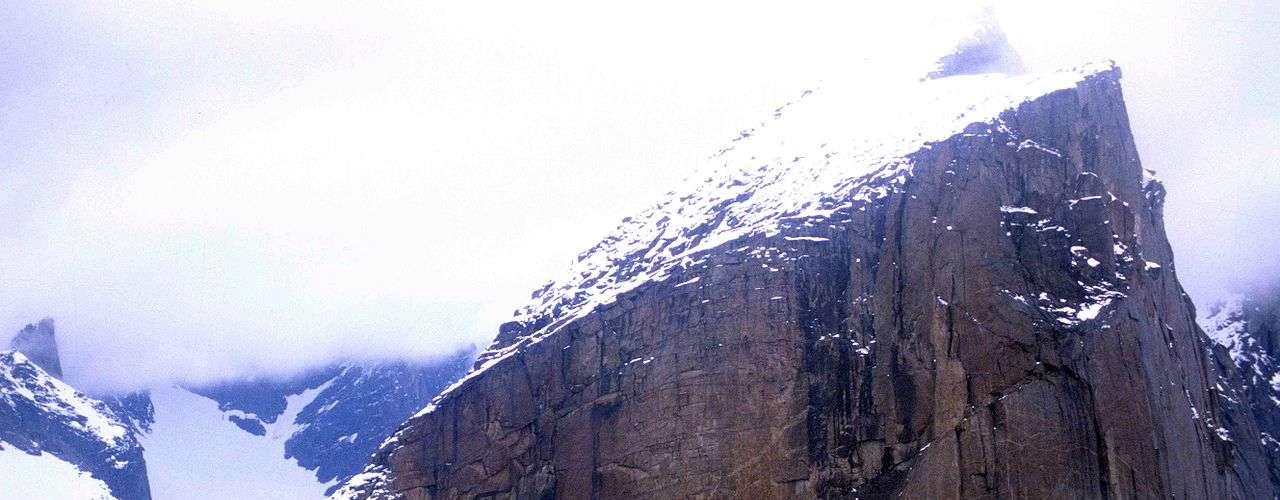 Monte Thor, Ilha Baffin:encontrado no Parque Nacional Auyuittu, na Ilha Baffin, Canadá, o Monte Thor é a maior queda vertical do mundo, possuindo uma face com um abismo de 1,25 quilômetros