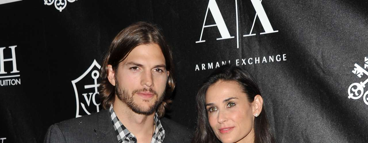 Uma jovem de 23 anos acusou o ator Ashton Kutcher de trair a mulher, Demi Moore, durante uma noite com amigos, em uma boate de San Diego. A notícia foi amplamente divulgada pelos tablóides. Não tardou e Demi botou um ponto final na relação