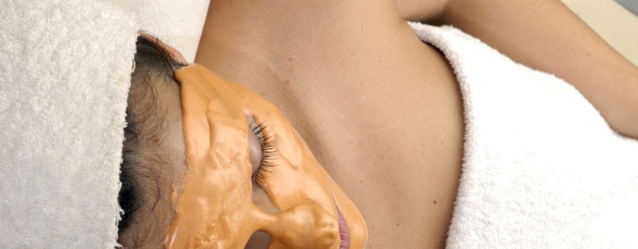 Máscara deve ficar sobre a pele durante dez minutos, sendo necessária higienização profunda da cútis antes e depois da aplicação