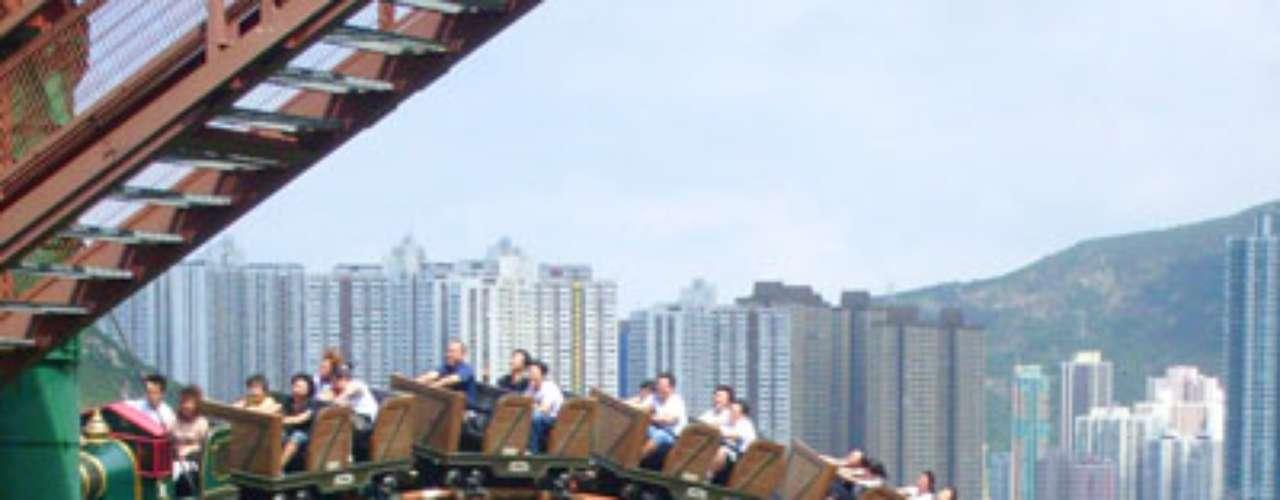 11. Ocean Park, Hong Kong: gigantesco parque aquático do litoral de Hong Kong, o Ocean Park foi revitalizado nos últimos anos, com mais de 10 novas atrações, que fizeram o número de visitantes aumentar em 29% de 2010 para 2011. No ano passado, o parque recebeu quase 7 milhões de visitantes, que divertiram-se com aquários, brinquedos aquáticos, montanhas-russas e shows