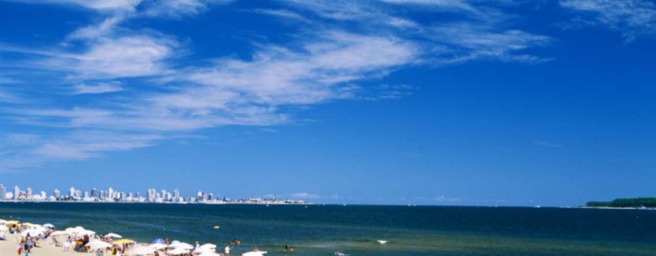 2. Punta Del Este, Uruguai: conhecida como a capital do amor na América do Sul, as praias de Punta Del Este oferecem vida noturna agitada e belíssimas mulheres