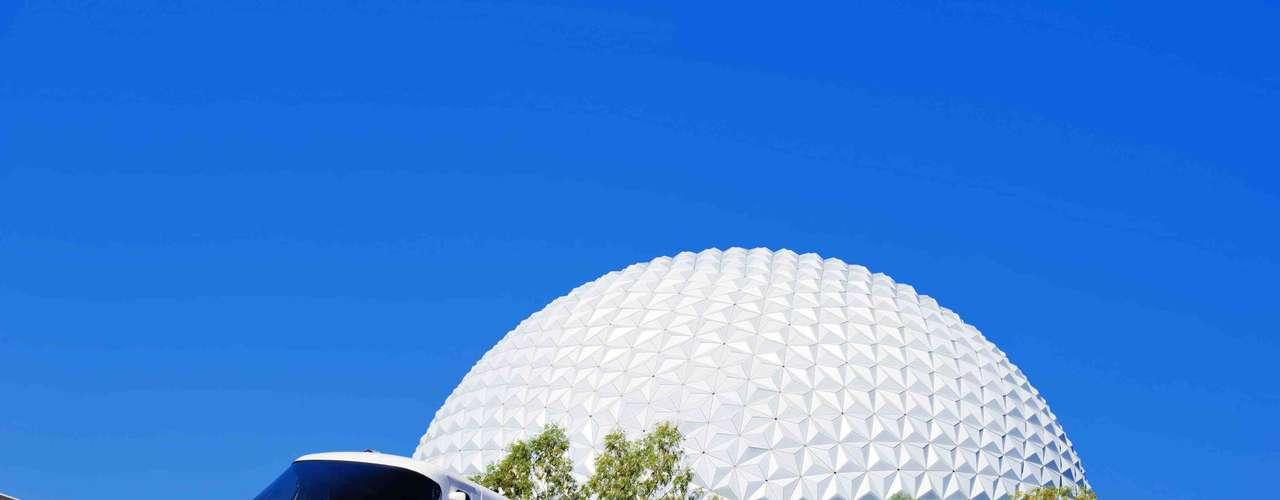 6. Epcot, Estados Unidos: antigamente conhecido como Epcot Center, o Epcot é um parque futurista do Walt Disney World Resort, frequentado por um público mais maduro do que encontra-se nos parques vizinhos. Cerca de 10 milhões de visitantes se divertiram com os diferentes brinquedos voltados para a tecnologia e o espaço