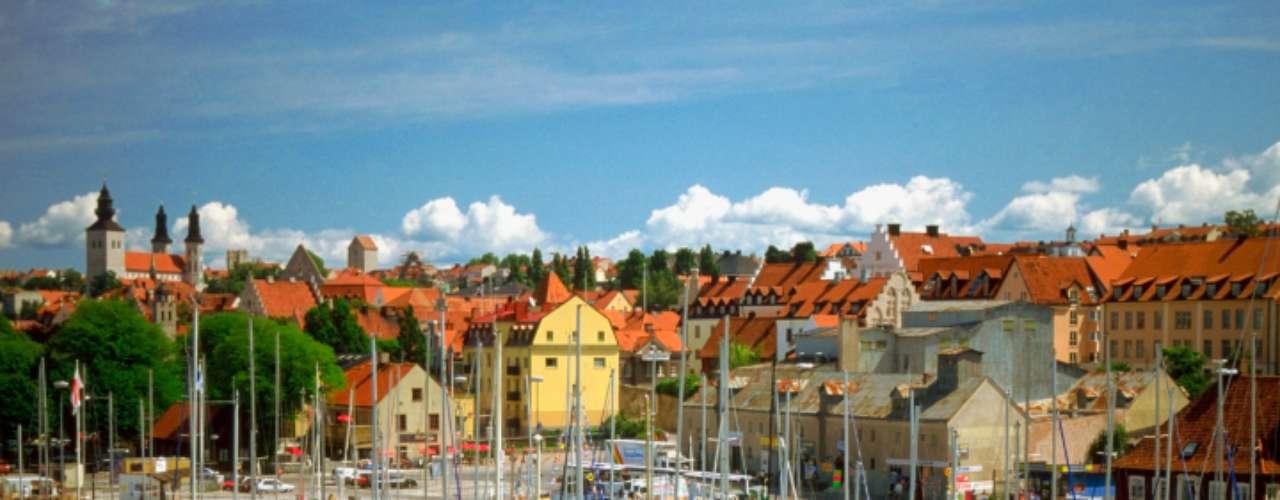 8. Visby, Suécia: durante as semanas mais quentes do verão, a praia de Visby é uma das mais agitadas e atrai muita gente a procura de sol e diversão