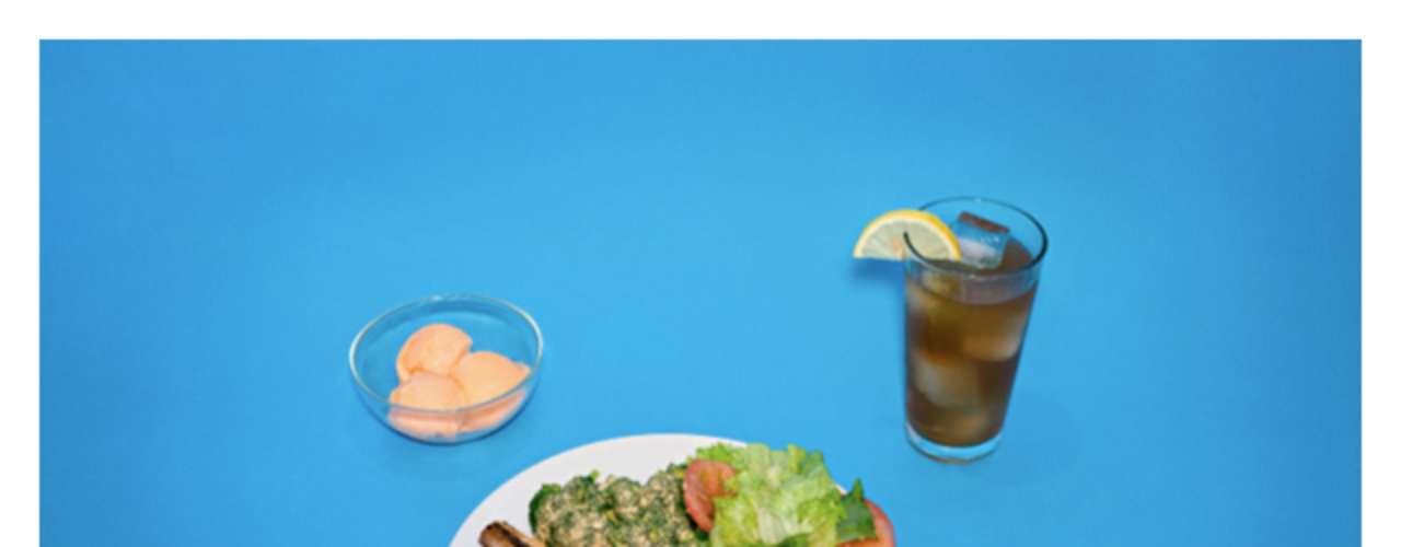 Carne, salada verde, refrigerante e sorvete foram pedidos por um dos condenados fotografados por Julia