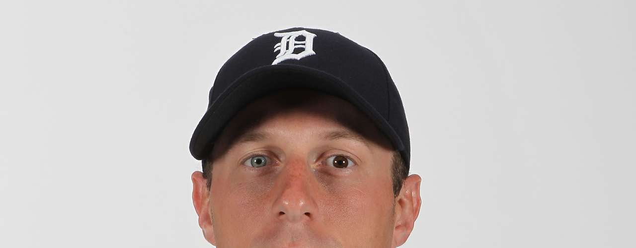 Max Scherzer, jogador norte-americano de basebol, tem uma grande diferença nas cores dos olhos. Durante a vida adulta, a heterocromia pode surgir para indicar possíveis problemas, como lesões, batidas, doenças que causam a perda de melanina e de pigmentação da íris