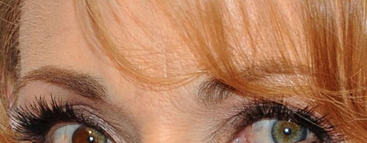 Assim como Elizabeth Berkley e Kate Bosworth, ela tem uma manchinha que deixa o olhos direito diferente do esquerdo