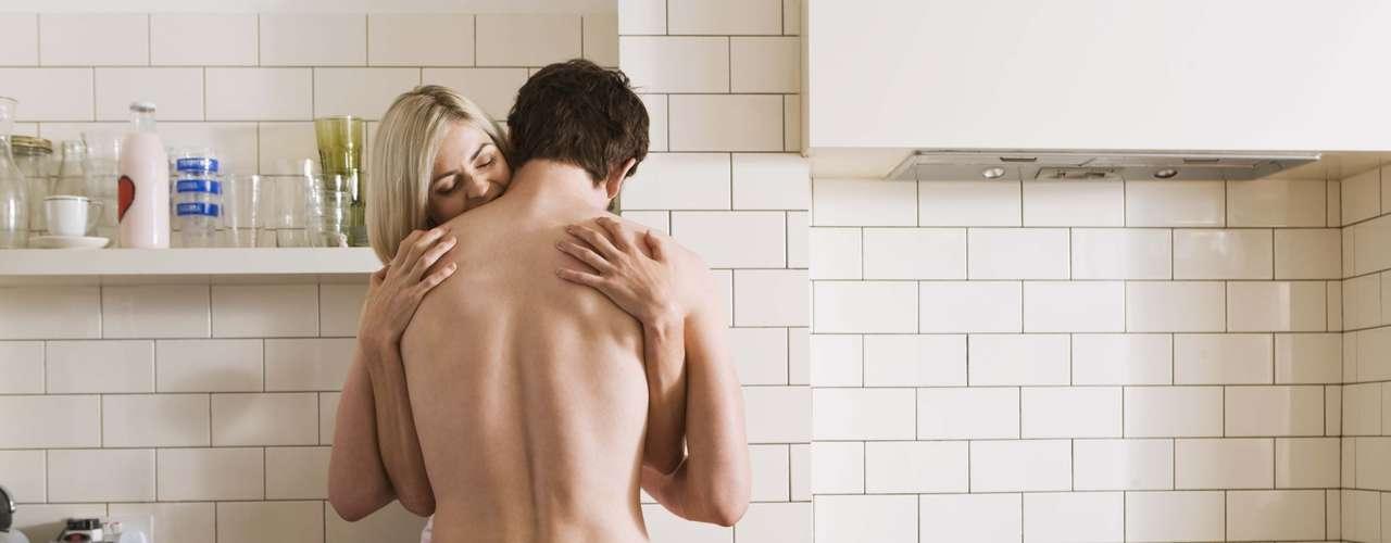 2. Quais são contras de um relacionamento baseado somente na química sexual?Dependem fundamentalmente da expectativa que cada parceiro deposita na relação, defende a psicóloga Lygia. A profissional esclarece que se um dos lados nutre a esperança de que a relação evolua para algo mais sólido, os problemas virão. Quando este acordo não está claro, é bem possível que uma das partes venha a sofrer. O relacionamento sexual é uma parte importante de um relacionamento afetivo, mas é apenas uma parte. Para se construir um relacionamento saudável, o casal precisa estar disponível para se conhecer verdadeiramente, pontua