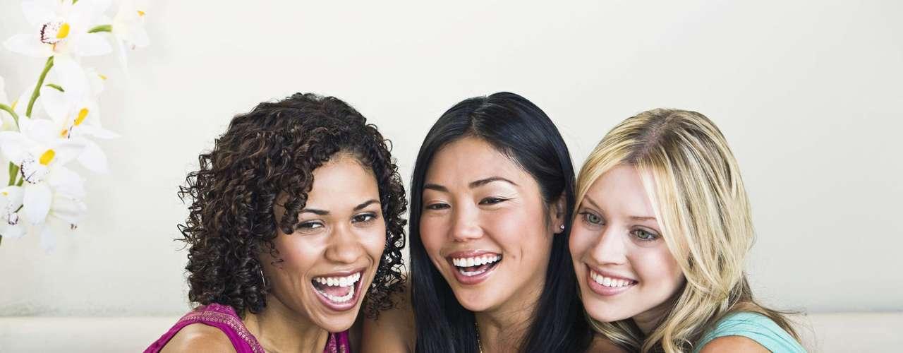 Bons momentos - Espalhe fotos de você sozinha ou em bons momentos com seus amigos pela casa, no computador, na porta da geladeira. Tente ver a si mesma como uma pessoa suficiente, que não precisa dele sempre ao seu lado