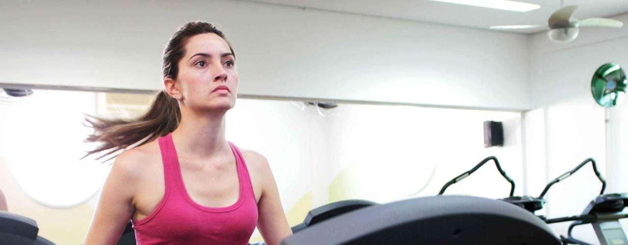 Certo: faça exercícios físicos regularmente para manter o seu peso, pois a obesidade sobrecarrega as pernas e pode causar os vasinhos