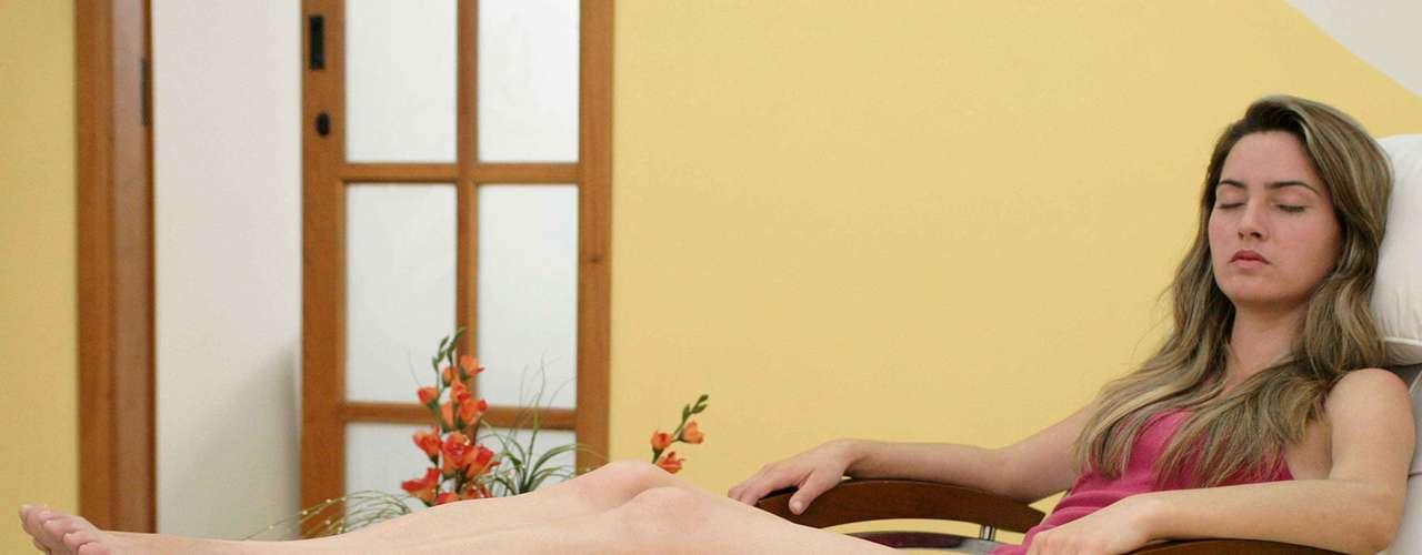 Certo: enquanto estiver elevando as pernas, descanse por alguns minutos para relaxar os músculos