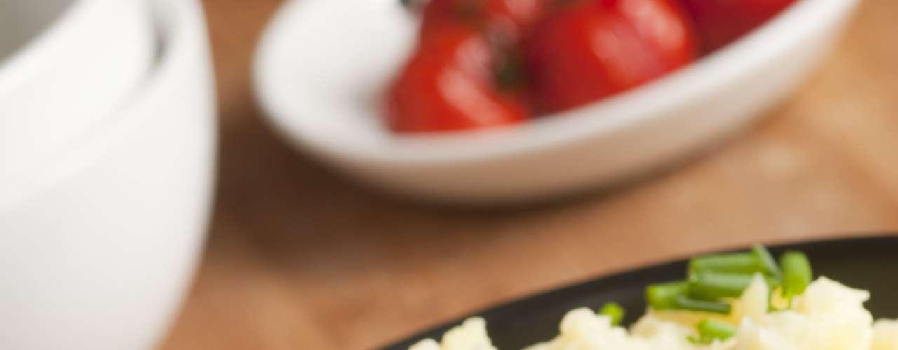 Kartoffelpuffern: no reino das comidas reconfortantes, a batata é rei. Seja frita, purê ou assada, ela é sempre sucesso. Mas é na Alemanha que ela se torna a preferida nas horas difíceis. O Kartoffelpuffern é uma espécie de panqueca de batata frita, coberta com purê de maçã e o toque especial, filés de salmão e bacon