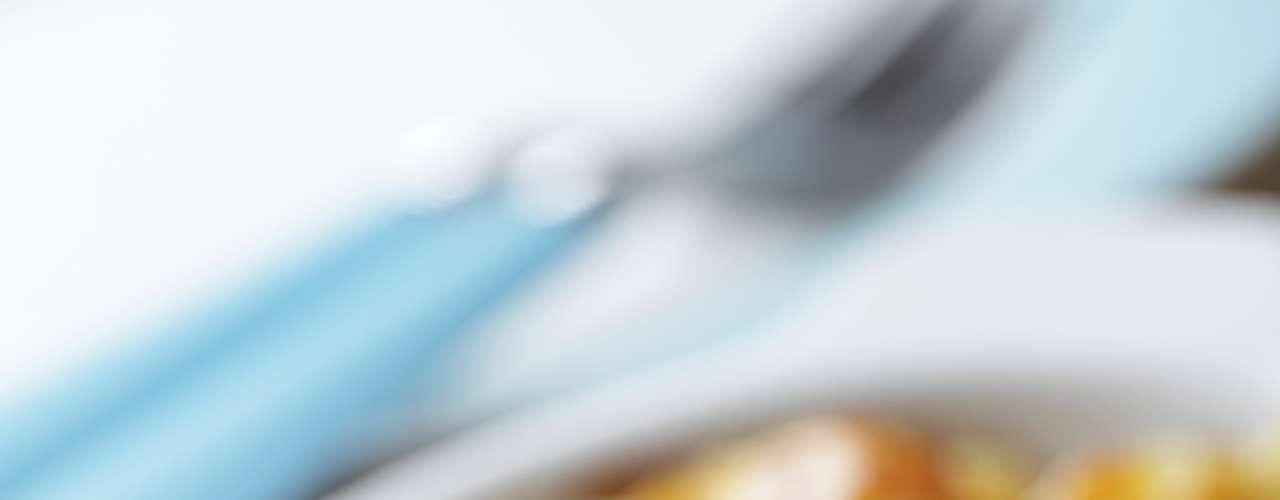 Macarrão com queijo:  a refeição é uma das mais tradicionais dos Estados Unidos e é preparada com massa, queijo tipo cheddar e assado com uma crosta de farinha de pão, que fica crocante. Várias marcas investem no prato rápido e ganham o coração de milhões de americanos