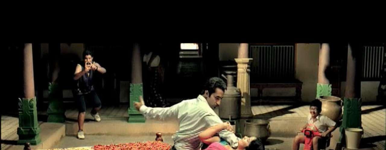 A empresa Ultratech afirma que o produto oferece poder às mulheres, mas os críticos dizem que ele faz exatamente o contrário. O comercial do 18 Again mostra uma indiana trajando um vestido característico do país, cantando e dançando, como em um filme de Bollywood. \