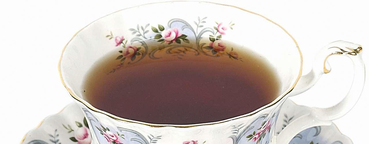 Chá mate (1 xícara): 3 calorias (sem açúcar ou adoçante)/ 3,1 calorias (3 gotas de sacarina)/ 23 calorias (1 colher de café de açúcar)