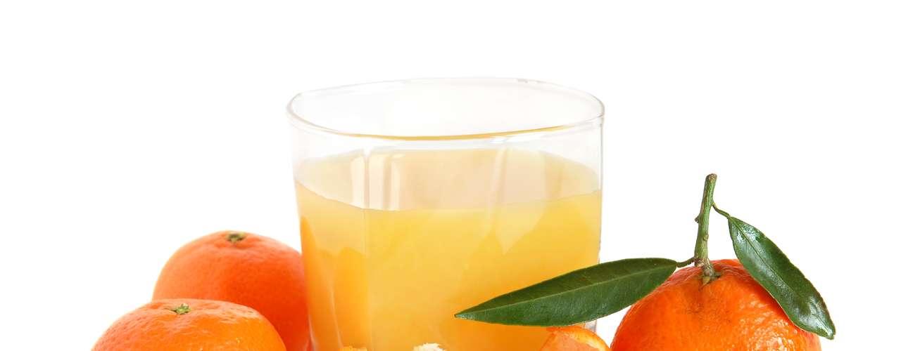 Suco de tangerina (1 copo): 72 calorias (sem açúcar ou adoçante)/ 72,1 calorias (3 gotas de sacarina) /92 calorias (1 colher de café de açúcar)