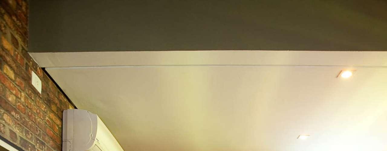 No projeto que a arquiteta Patricia Fairbanks fez para o Pub Tribeca, em São Paulo, o adesivo imita uma parede de tijolos à vista. Informações: (11) 3078-8835