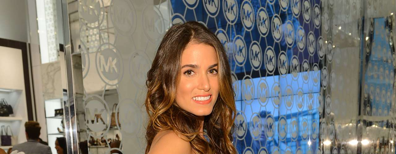A atriz Nikki Reed na loja de Michael Kors durante o Fashion's Night Out