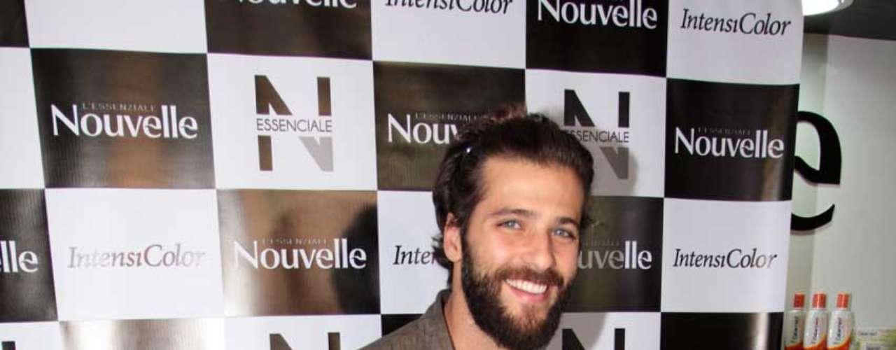 Bruno Gagliasso estampa catálogos e embalagens de produtos da Nouvelle