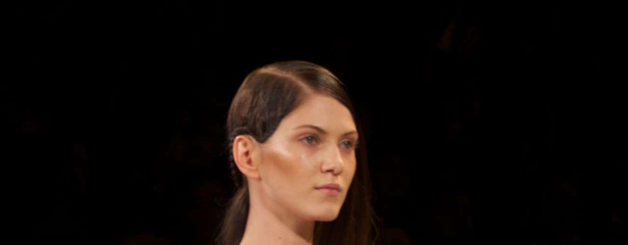 Se tem uma semana do ano que o estilista Max Azria não descansa, é esta. No comando das marcas BCBG e Hérve Léger, ele fez seu segundo desfile na semana de moda de Nova York, na noite de sábado (8)