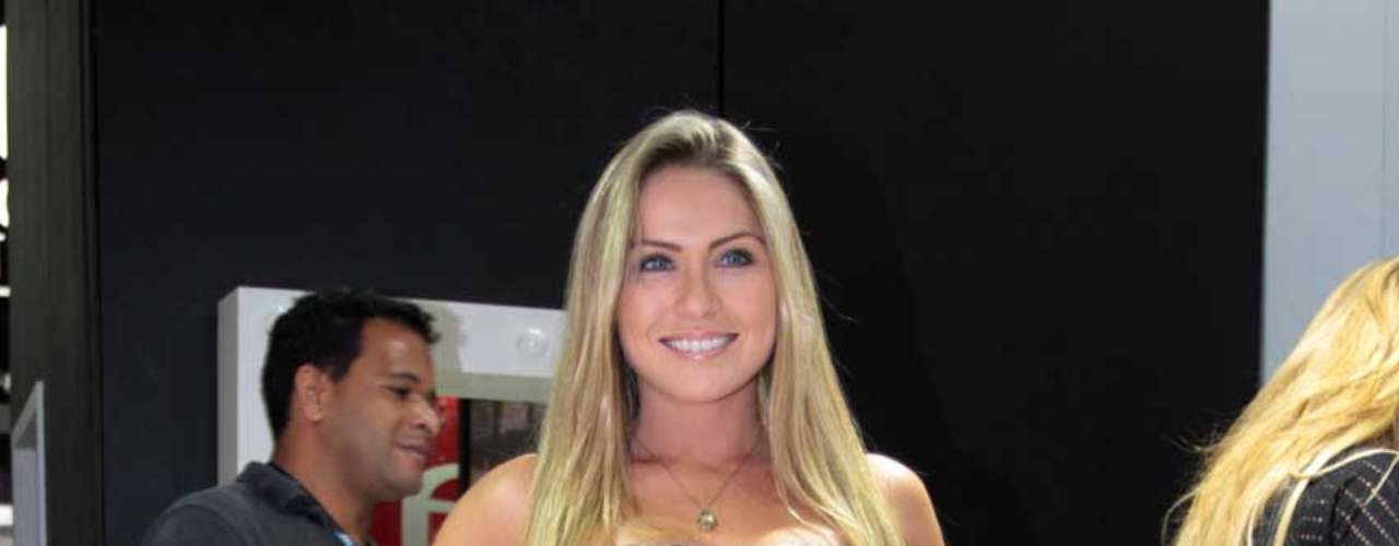 Renata, do BBB, esteve em stand da Beauty Fair no sábado (8)