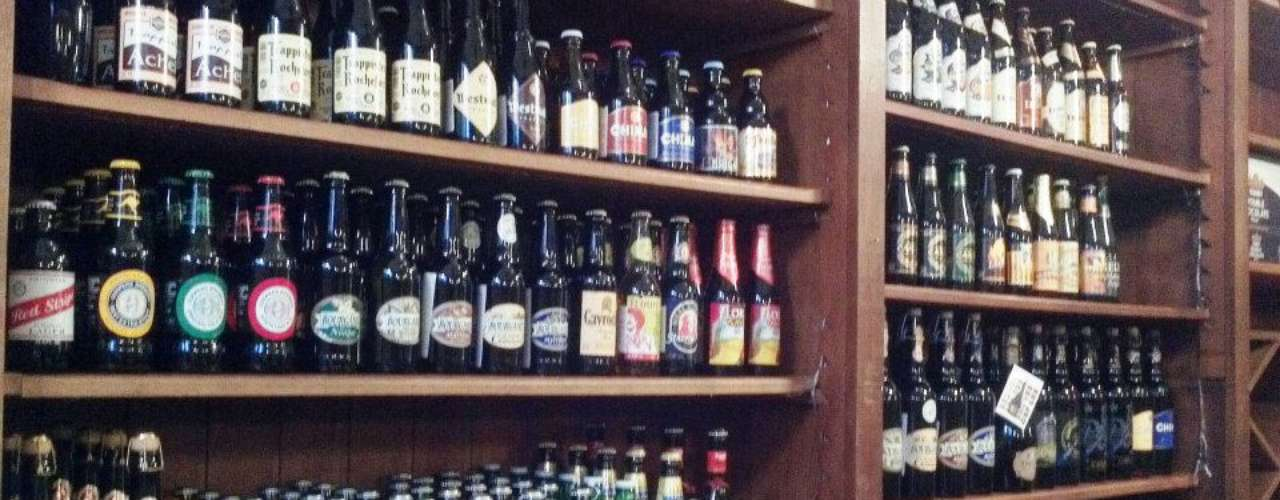 Cerveja Gourmet Bar - Carta: Cerca de 70 rótulos de cervejas nacionais e internacionais. Endereço: R. Tito, 400  Vila Romana/Lapa. Telefone: (11) 3675-0761. Horário de funcionamento: segunda, das 10h às 16h; de terça a sexta, das 10h às 23h; sábado, das 10h às 20h; e domingo, das 11h às 18h