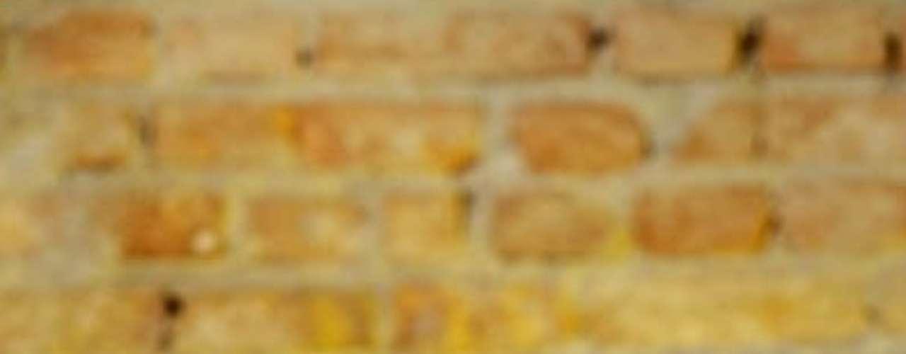 Bierboxx Espaço e Bar - Carta: Quase 200 rótulos de cervejas brasileiras e internacionais. Endereço: R. Fradique Coutinho, 842  Vila Madalena. Telefone: (11) 3805-0151. Horário de funcionamento: de segunda a sexta, das 18h à 1h, e sábado e domingo, das 18h às 2h30