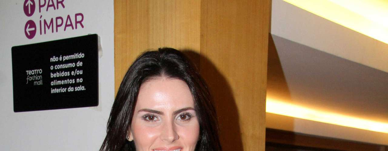 Muito bem, obrigada. Lizandra Souto aparece após divórcio com apresentador Tande, ainda mais linda. Para melhorar, a atriz volta às telinhas na novela Salve Jorge, de Glória Perez.