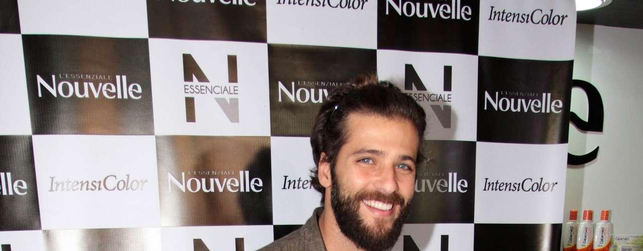 O sorriso que Bruno Gagliasso mostra por aí é de amor. Depois de quase dois meses de separação, o ator reatou com Giovanna Ewbank. O casal se separou após boatos de que Gagliasso é o pai da filha que a modelo Carol Francischini espera.