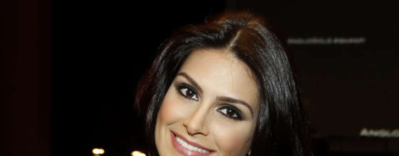Para realçar sua beleza natural com a ajuda da maquiagem, a ex-Miss Brasil prefere makes mais básicas