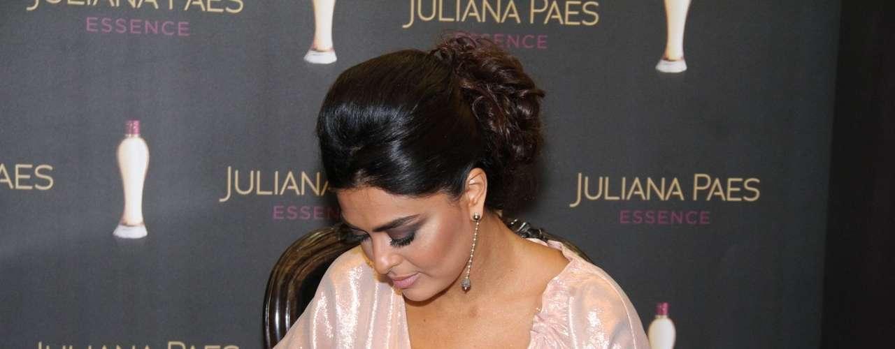 A atriz também assinou as caixas das fragrâncias