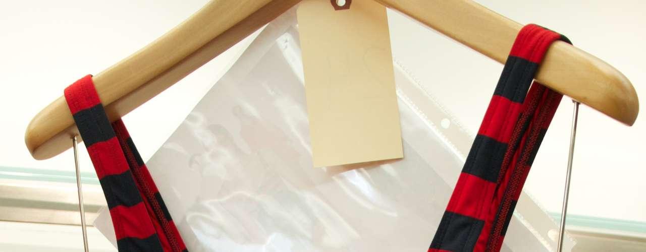Maiô com estampa listrada e zíper