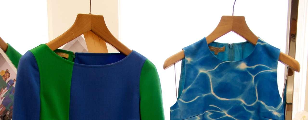 Vestido double face e conjunto de camisa e calça com estampa de piscina