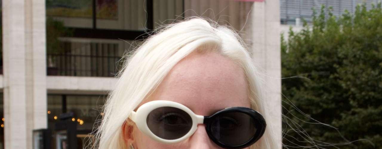 Os óculos com mais de uma cor marcam presença no verão de Nova York