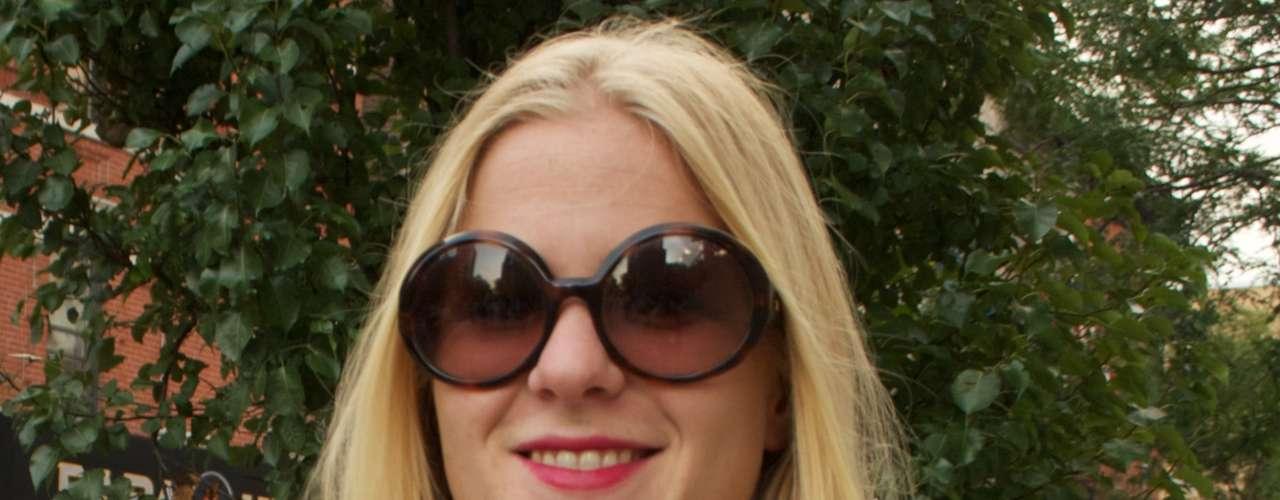 Os óculos com lentes mais claras aparecem com força no verão de Nova York