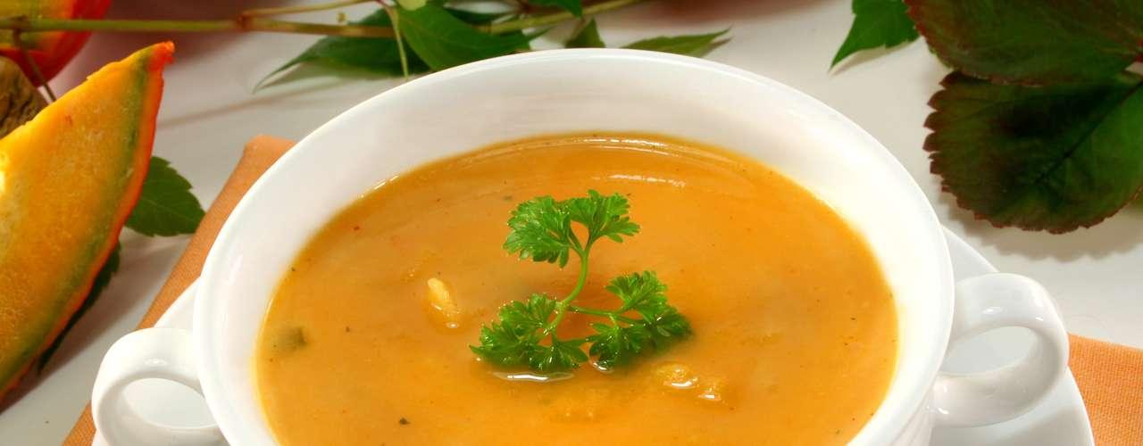 Em um jantar sefaradi também é comum encontrar a sopa de alho-poró e abóbora, que são plantas de crescimento rápido e sinal de abundância