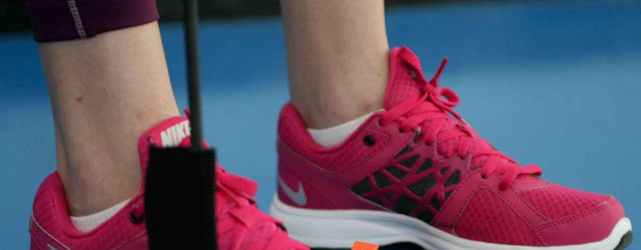 Certo: em todos os exercícios mantenha sempre os pés bem alinhados e paralelos