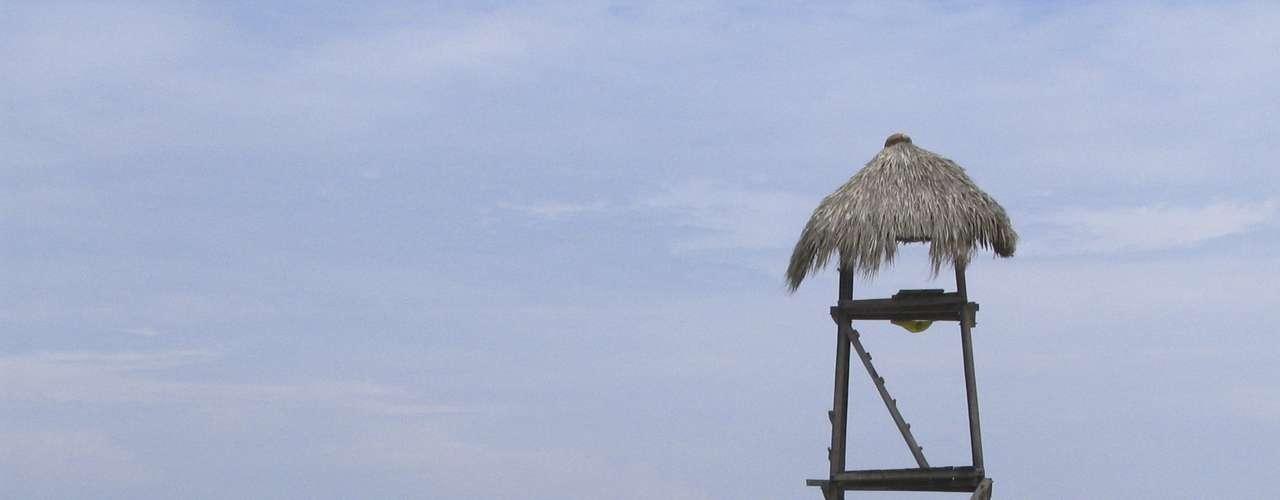 Playa Zipolite, no México: com ondas fortes e correntezas, o local recebe turistas no México. Talvez pelo perigo que proporciona, a praia foi batizada de Playa Zipolite, que significa praia dos mortos para os indígenas